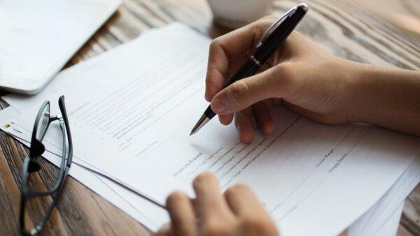 保有する特許権をライセンスする契約を締結したい(医療関係サービス)